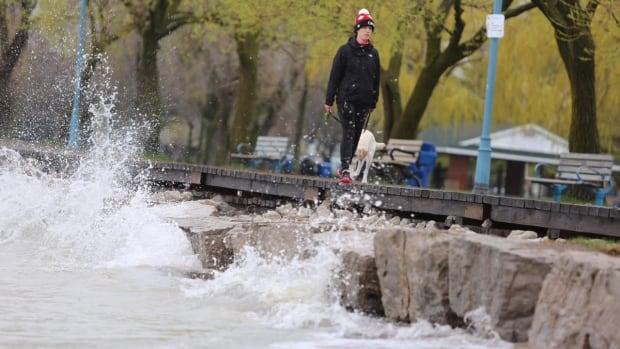 City prepares for possible evacuation of Toronto Island