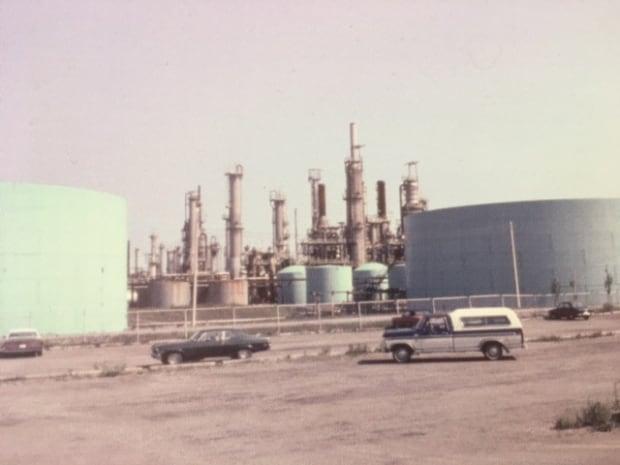 oil refinery 1980