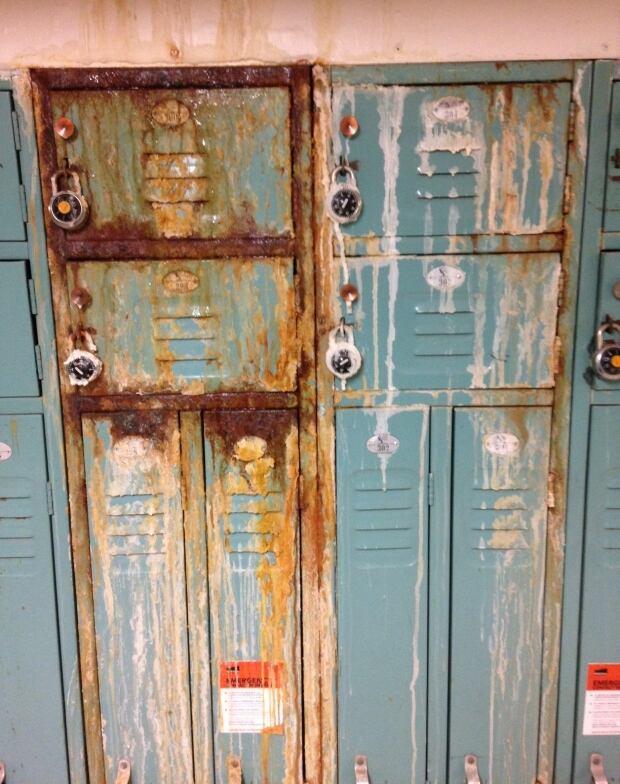 Rusty lockers, MUN