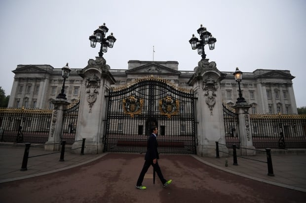 Buckingham Palace: Royal aides emergency meeting 'no cause for alarm'