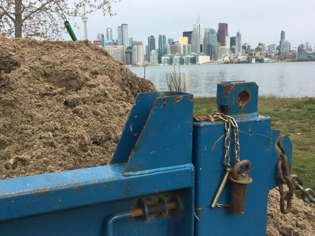 Toronto - island flood sand