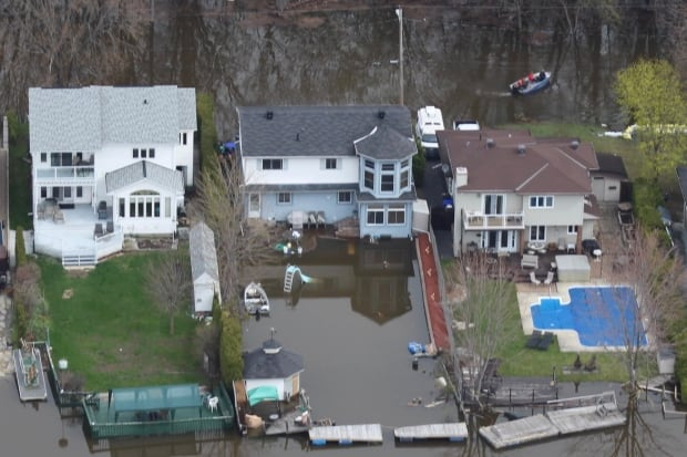 Gatineau street Hurtubise Blvd flooded flooding homes May 4, 2017