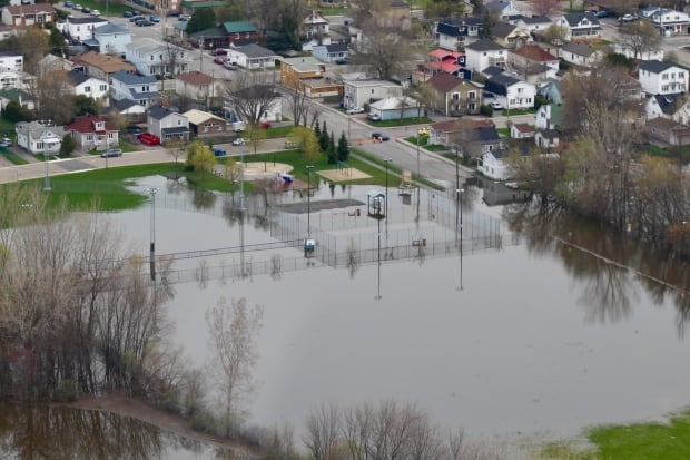 Aerial view of west Quebec flooding shows extent of deluge ...