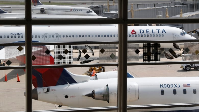 Delta flight attendant threatens parents
