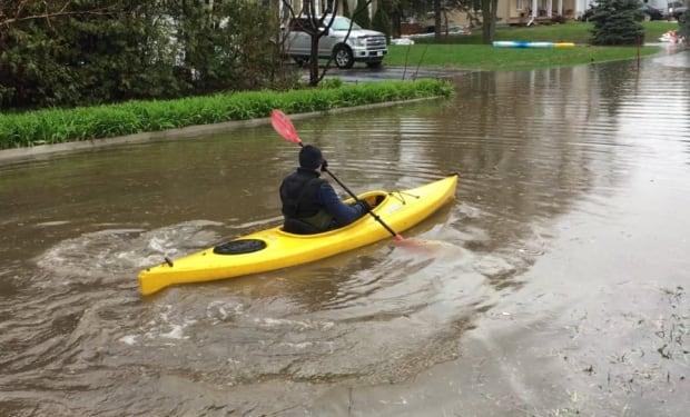 Kayak Ottawa River flooding Clarence-Rockland May 5 2017