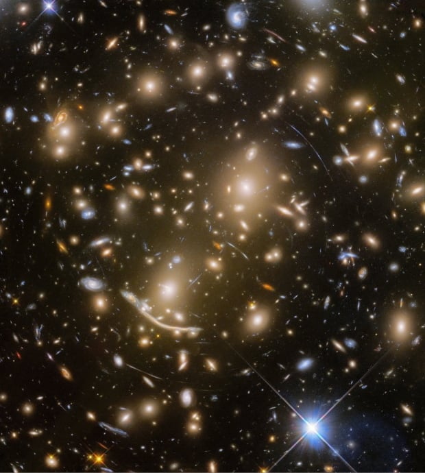 Hubble Abell 370 galaxies