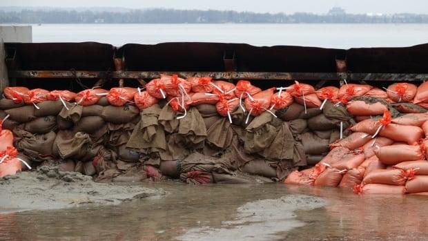 sandbags constance bay ottawa flooding