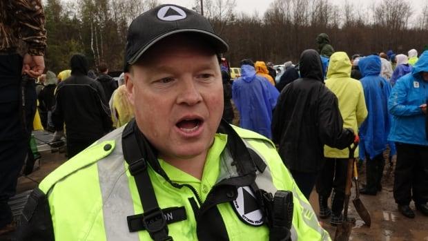 volunteer steve nason flooding ottawa river constance bay