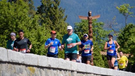 Vancouver Marathon runners seawall