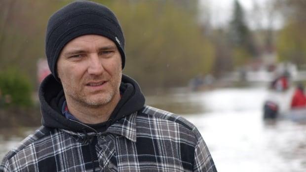 Renaud Arnaud Gatineau resident evacuates home due to flooding May 7, 2017