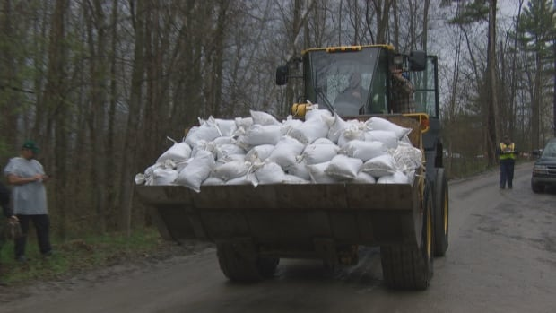 sandbag delivery rockland ottawa flooding