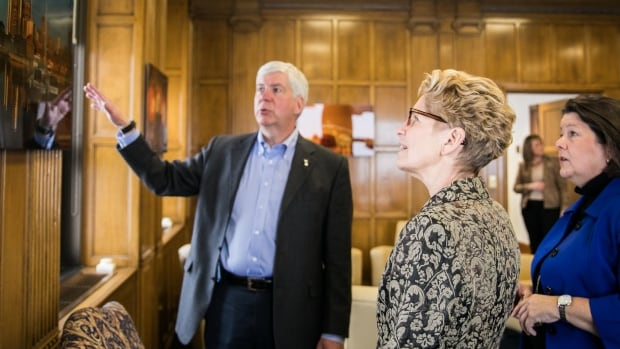Ontario Premier Kathleen Wynne, centre, met Michigan Gov. Rick Snyder in Detroit in March. Ontario's representative in the U.S., Monique Smith, right, also attended the discussions on trade.