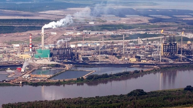 Contractor killed at Suncor oilsands operation near Fort McMurray