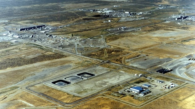 An aerial photo of the Hanford nuclear site taken in 1995 shows the Plutonium-Uranium Extraction (PUREX) plant in the distance.