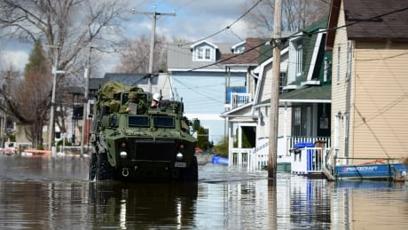 Military dispatched to Gatineau as flood threat looms