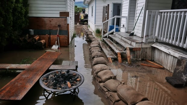 flooding raises water quality concerns in b c interior cbc news. Black Bedroom Furniture Sets. Home Design Ideas