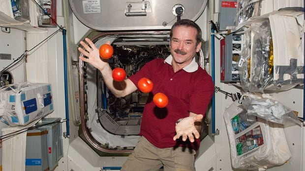 """Canadian Astronaut Chris Hadfield """"juggling"""" tomatoes on the International Space Station"""