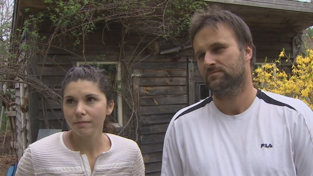 Natalia and Michael Ciszek say the driver for Nationwide Van Lines showed up late and locked himself out of the truck, and things only went downhill from there.