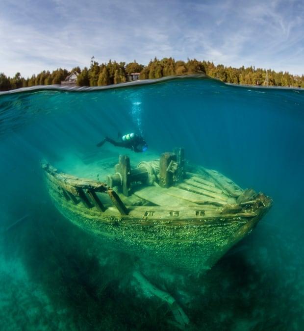 Wreck cave diver