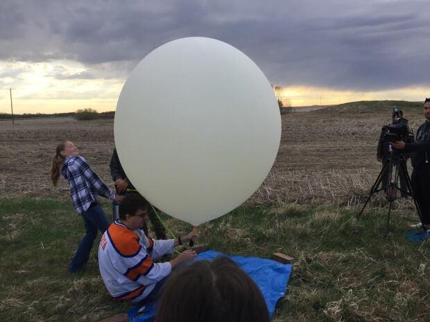 Students space balloon Sask