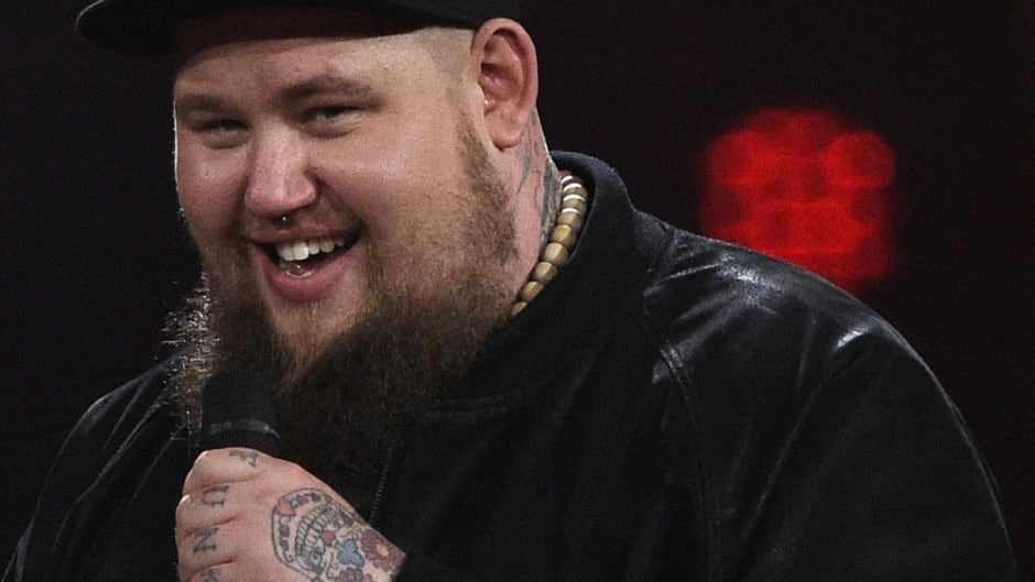 British singer Rag'n'Bone Man wins the best international artist award during the 2017 Echo Music Awards in Berlin, on April 6, 2017.
