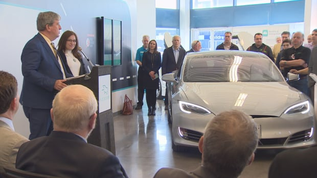 Ontario's Environment Minister Glen Murray announces $1 million in provincial funding for the first ever electric vehicle discovery centre.
