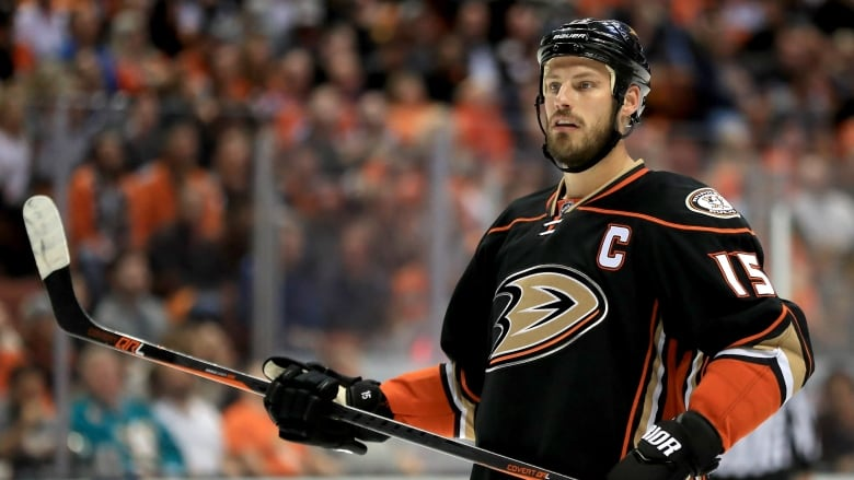 hot sale online 6ca07 0d567 Ducks' Ryan Getzlaf fined for inappropriate remark during ...