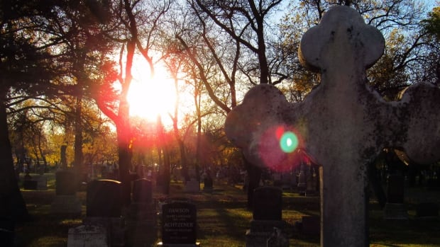 A new memorial at the Regina Cemetery on Fourth Avenue will commemorate those who died as a result of the Spanish flu nearly a century ago.