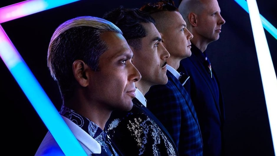 Dreamcar (Tom Dumont, Davey Havok, Tony Kanal and Adrian Young) features three quarters of No Doubt and the lead singer of AFI.