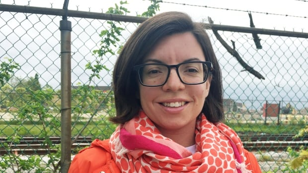 Manitoba MP and NDP leadership candidate Niki Ashton says she is expecting twins in early November, shortly after her party selects a successor to Tom Mulcair.