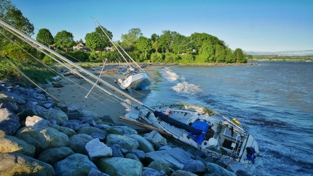 Vancouver wind storm causes boats to run aground