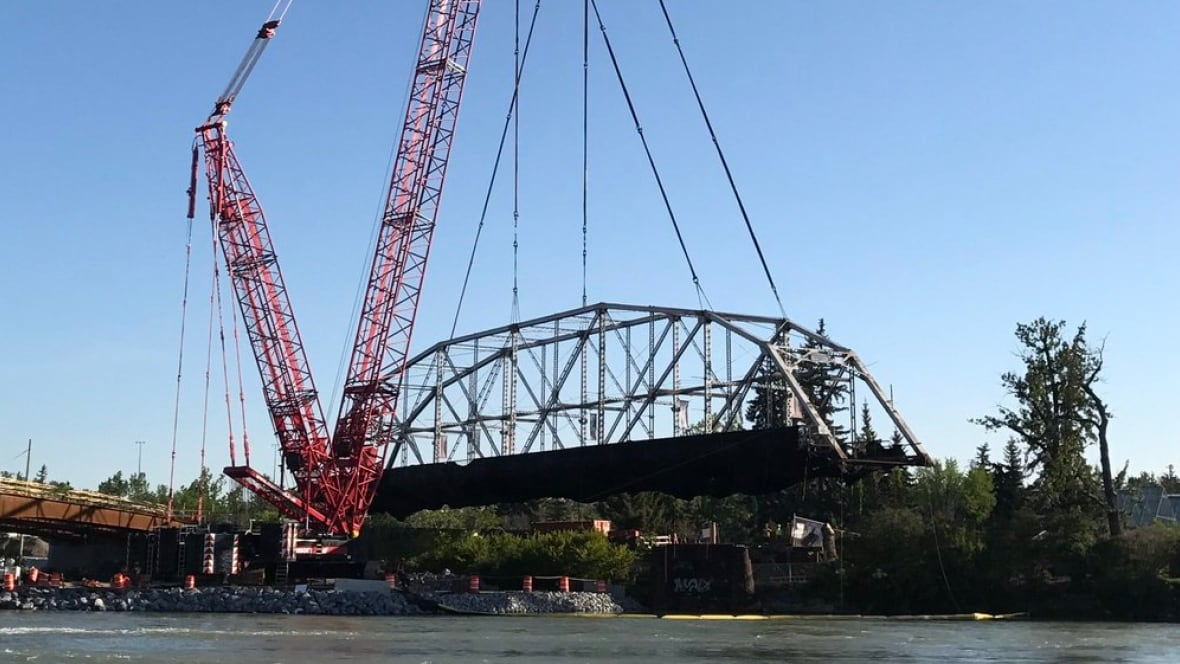 Overhead Crane Newfoundland : Calgary s year old zoo bridge moved by giant crane