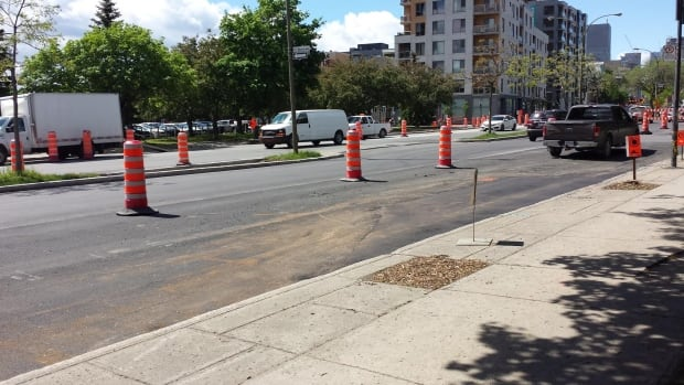 Workers fixed the problem spot on René-Lévesque Blvd, near Montcalm Street. Last week, a patch of road was left unpaved due to a parked car.