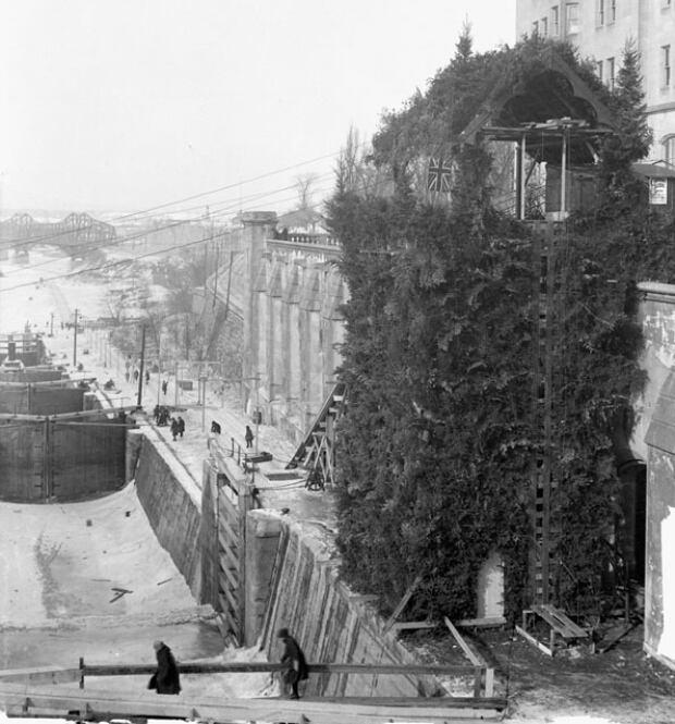 chateau laurier tobogganing slide 1922