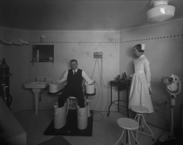 Château Laurier schnee bath treatment room hotel archives 1931