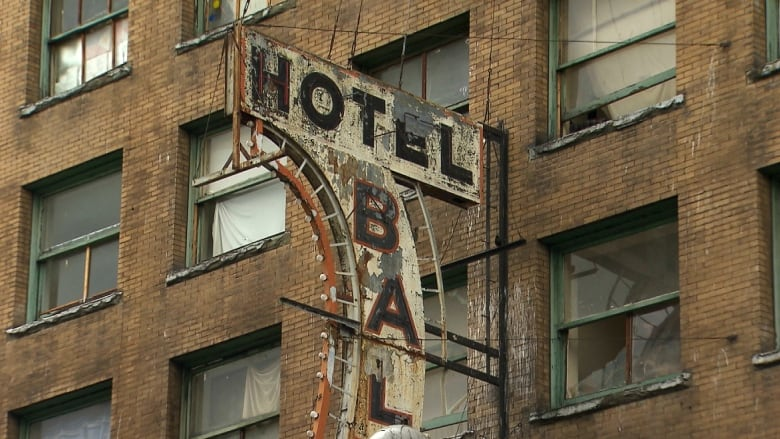 Vancouver files to expropriate Regent, Balmoral hotels