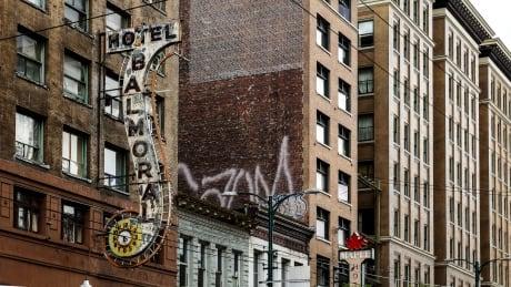 Balmoral Hotel Outside