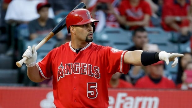 Pujols hits 600th home run