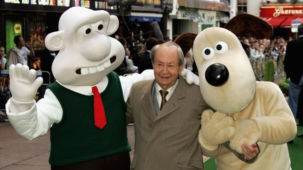 Actor Peter Sallis poses in London with the characters Wallace and Gromit at the UK Charity premiere of the animated film Wallace & Gromit: The Curse Of The Were-Rabbit in 2005. The longtime actor, who voiced the characters, has died at the age of 96.