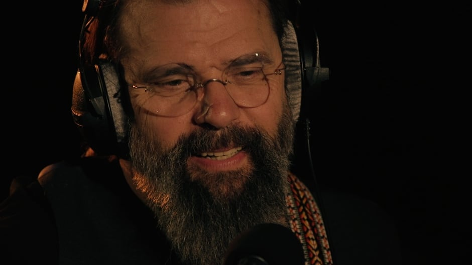 Steve Earle performs songs from his album So You Wanna Be An Outlaw  in Studio q.
