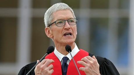 MIT-Commencement-Apple-CEO