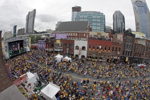 Luke Bryan opening Game 6 broadcast from honky-tonk roof