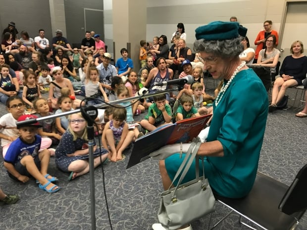 The Queen reading to kids in Saskatoon June 2017