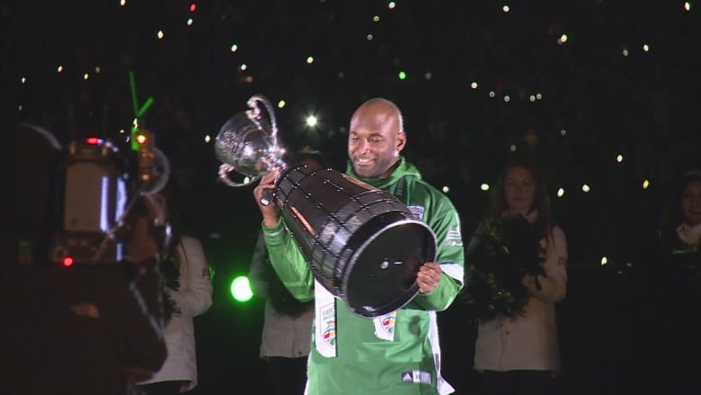 Darian Durant announces retirement from football