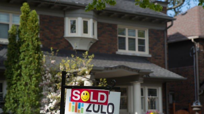Canadian Household Debt Ratio Dips-P