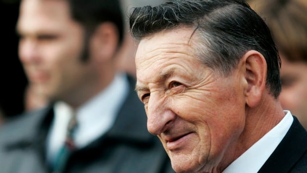 Walter Gretzky, father of the Great One, dead at 82