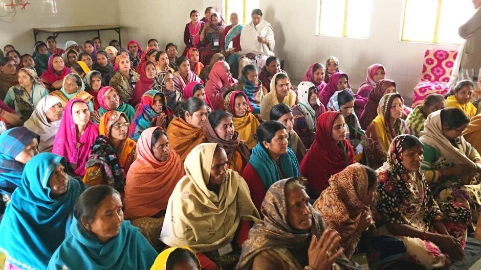 In two villages in Northern India, illiterate women learned how to read and write their mother tongue Hindi for six months.