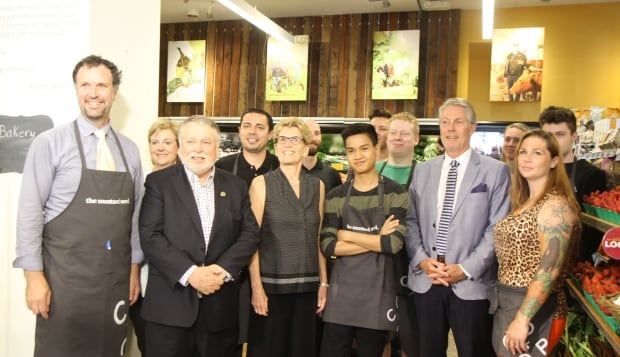 Kathleen Wynne in group pictures at The Mustard Seed