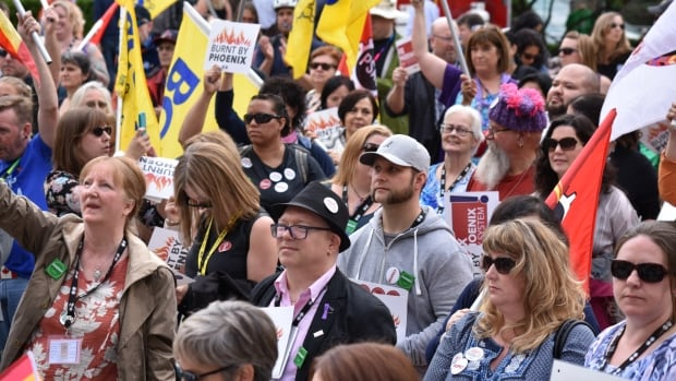 Nearly one hundred people gathered at the Vancouver Art Gallery to voice their displeasure with the Phoenix payroll system, and the issues resulting from its use.
