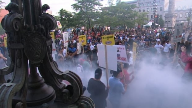 Hundreds of city workers stormed Montreal's city hall on Aug. 18, 2014 to protest against proposed changes to their pension plans. (Radio-Canada)
